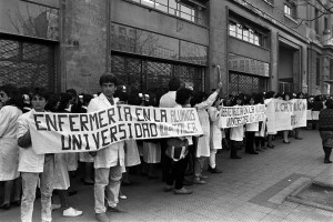 Marcha de enfermeras desde el Hospital Salvador hasta el Ministerio de Educación